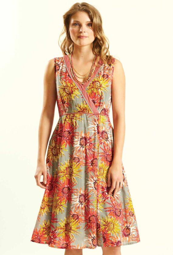 Alt laienev kleit
