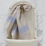 Lavendlivärvi triipudega linane vannirätik