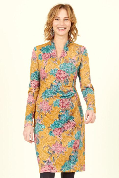 Sinepikollane mustriline ökopuuvillast küljelt volditud kleit eest