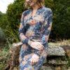 Tumesinine mustriline ökopuuvillast küljelt volditud kleit
