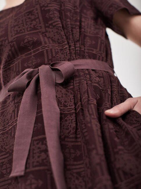 Tikitud kangast kleit 1