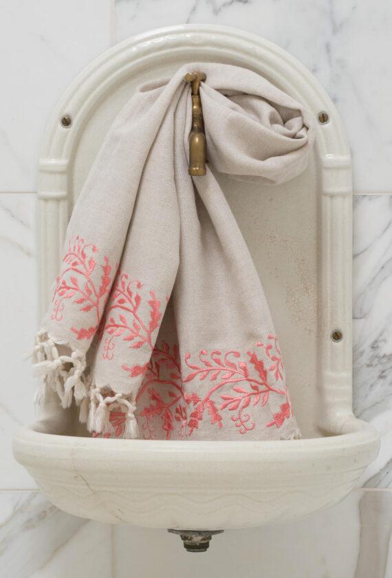 Roosa tikandiga linane vannirätik