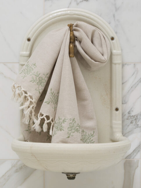 Tikandiga linane vannirätik