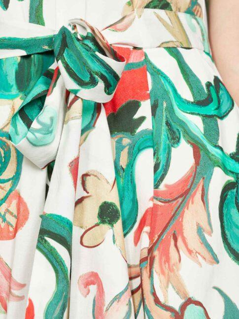 V-kaelusega kleit